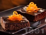 Рецепта Много шоколадов кекс (сладкиш) с ром, глазура и портокалови кори (с кисело и прясно мляко и бакпулвер)